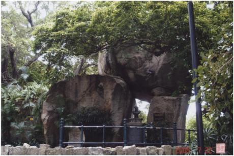 Gruta de Camões em 2005