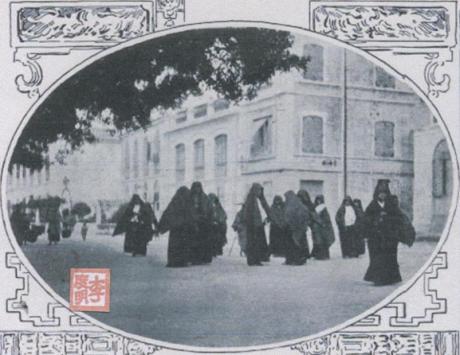 Ilustração Portugueza1908 Macau Cidade de Prazeres Saída da Igreja