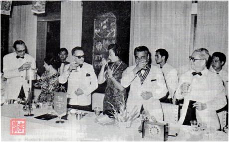 MACAU B.I.T. VIII-3-4, 1972 - 25 ANOS ROTARY CLUB - momento do brinde