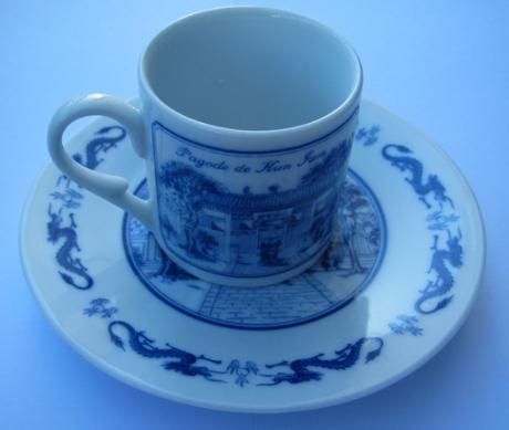 copos-e-pires-de-cafe-pagode-kun-iam-iv